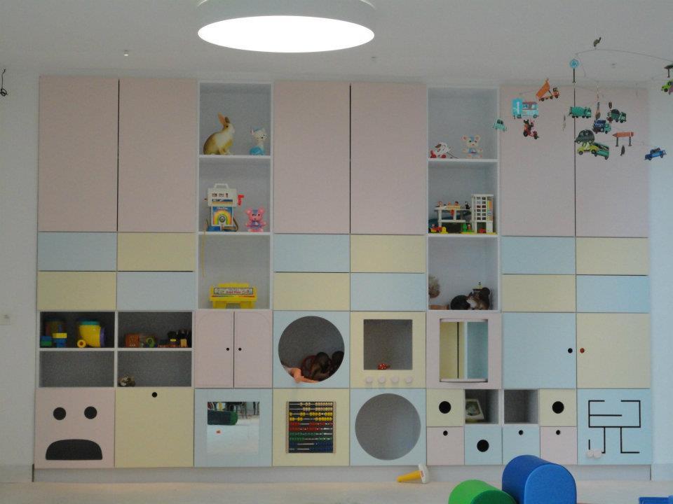 Keuken Wandkast Op Maat : Op maat, afgewerkt met oog voor detail en gebruiksgemak.